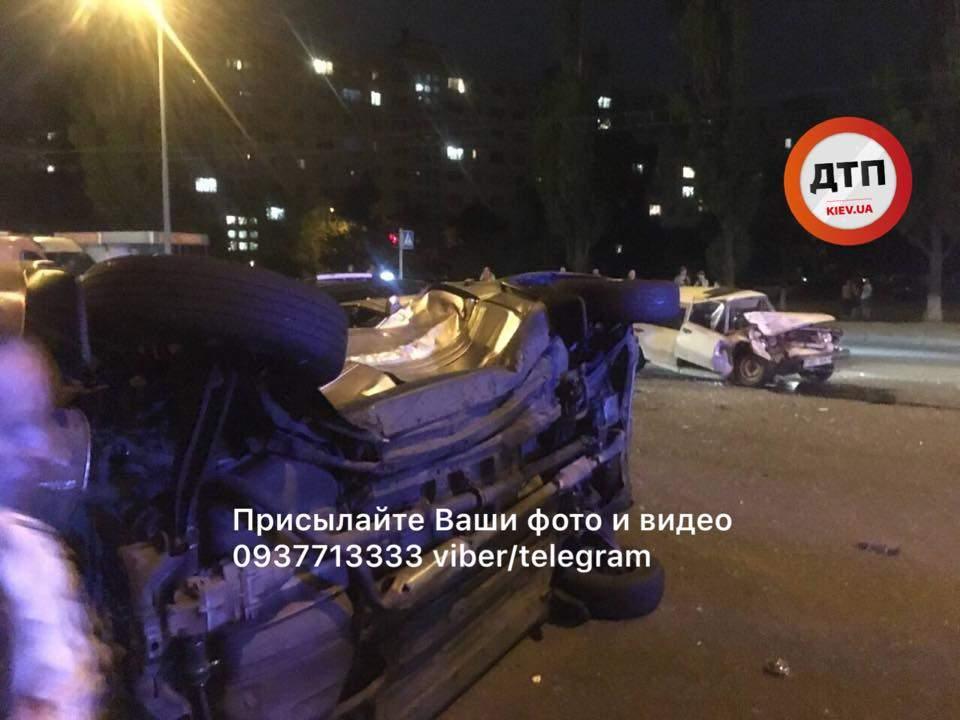 Тройное ДТП в столице: одна из машин перевернута (Фото)