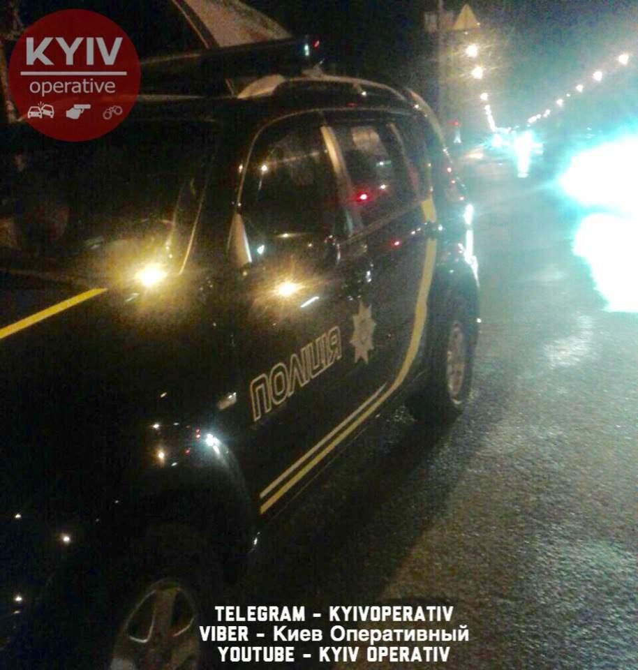 В Киеве остановили автомобиль-беглец в котором изъяли порошкообразное вещество (фото)