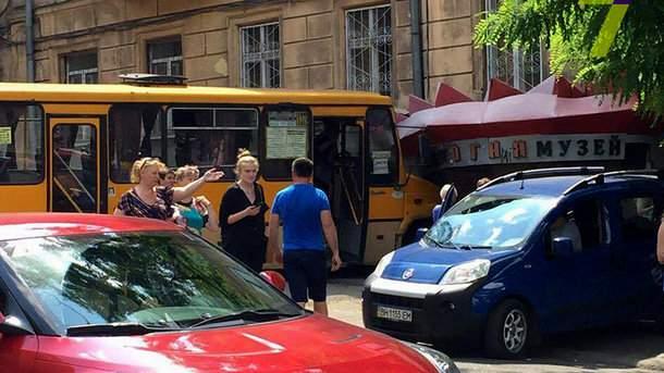 В Одессе водитель не справился с управлением и врезался в Музей огня (фото)