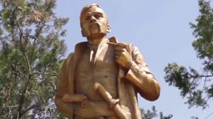 В Запорожской области памятник Ленину преобразили в монумент Гетману Войска Запорожского (фото)