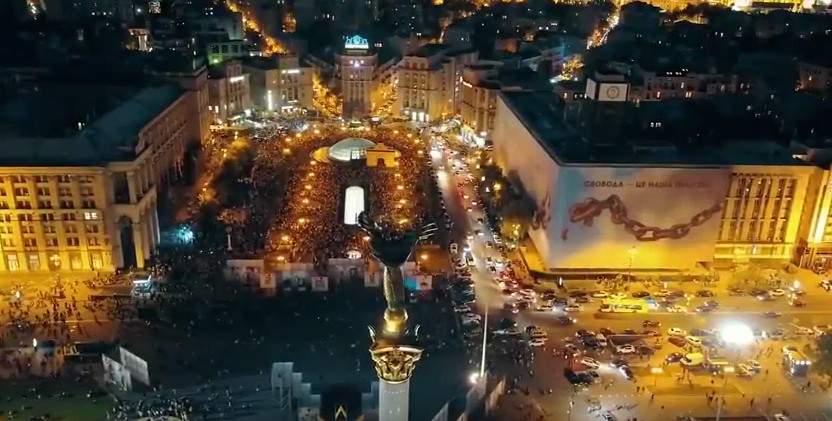 Музыкальные фонтаны на Майдане Независимости с высоты полёта (видео)