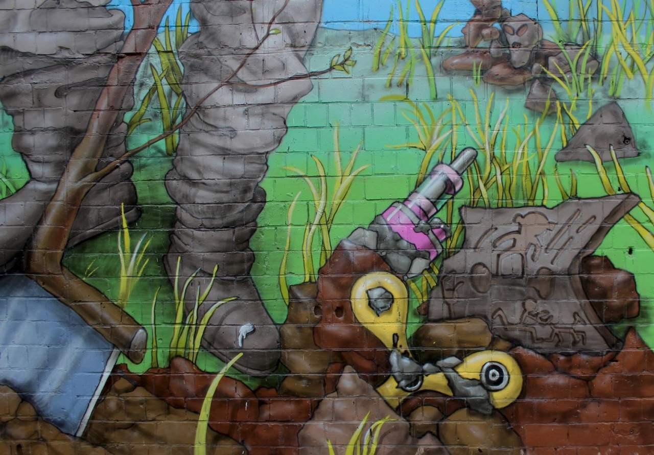 Историческая лента Оболони: в Киеве появился новый красочный мурал (фото)