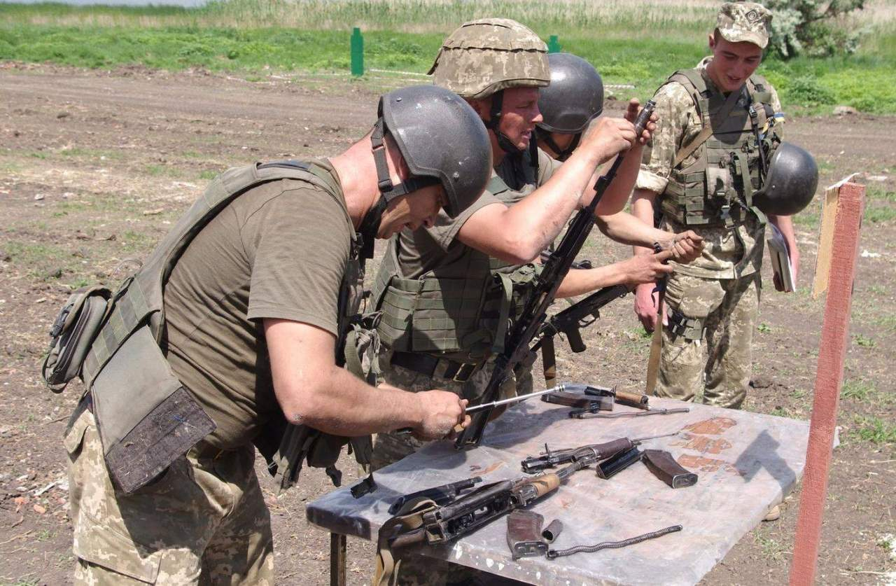 В  зоне АТО очередной виток конфликта: один военнослужащий погиб, семеро – получили ранения
