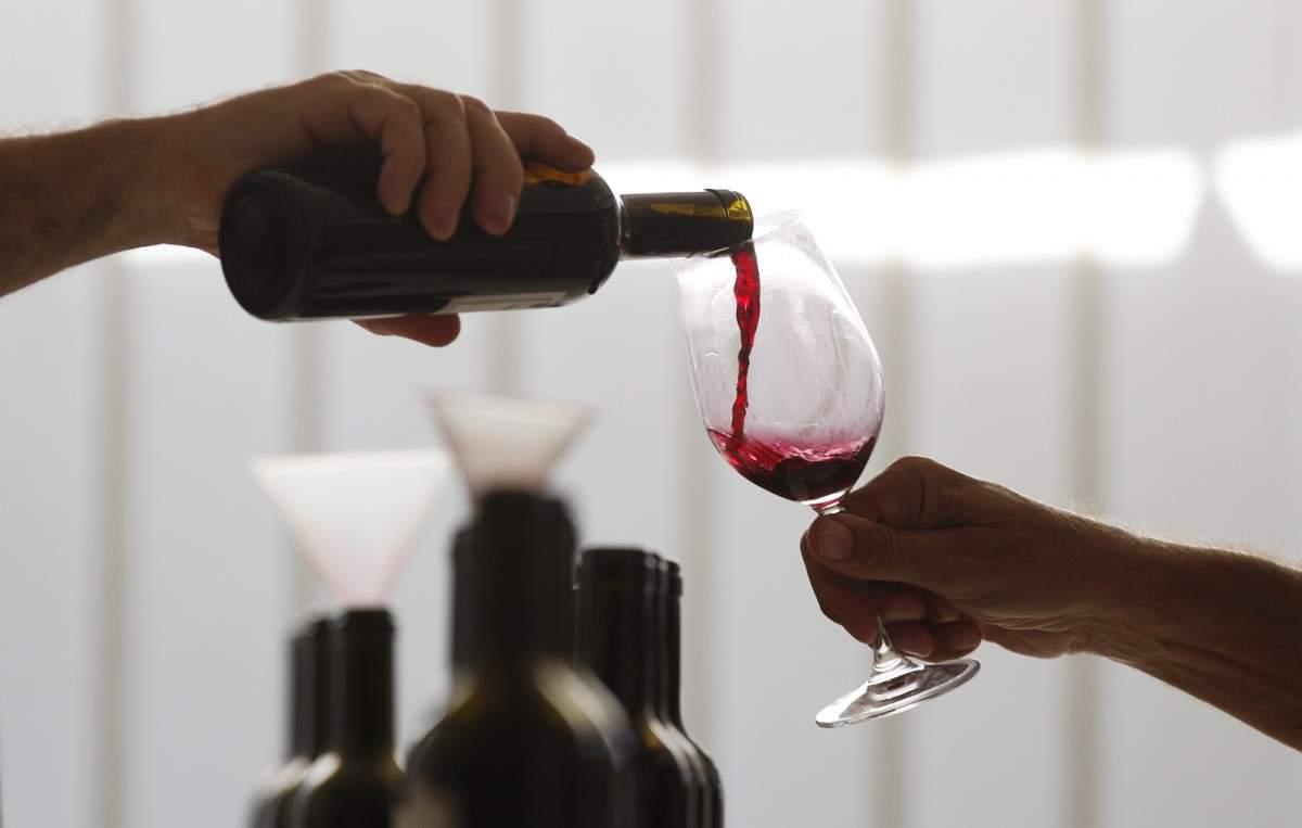 Во Франции неизвестные опустошили винное хранилище на 200 тысяч литров