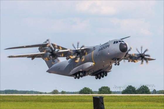 Военный самолет Малайзии рухнул вскоре после взлета