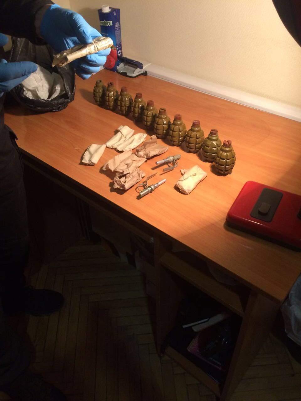 Экс-боец полка «Азов» занимался нелегальной продажей оружия из АТО (фото)