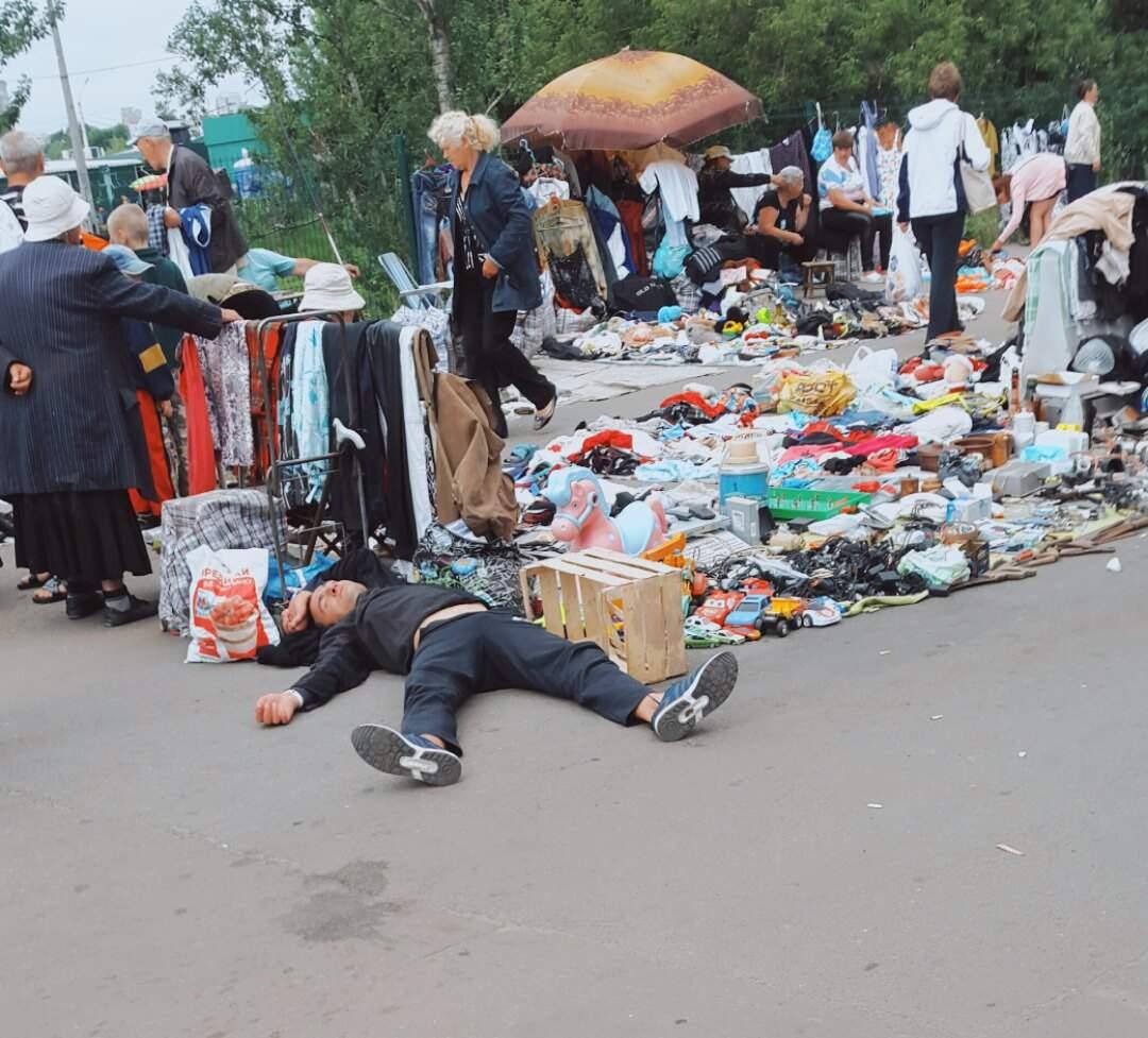 «Главный экспонат»: в Харькове на блошином рынке  предлагают «живой» товар (фото)