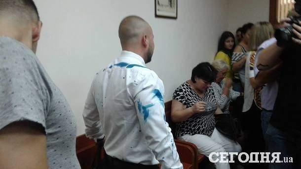 Зелёнка, газ и «благие намерения»: в Одессе активисты сорвали судебное заседание по делу пляжного комплекса (фото)