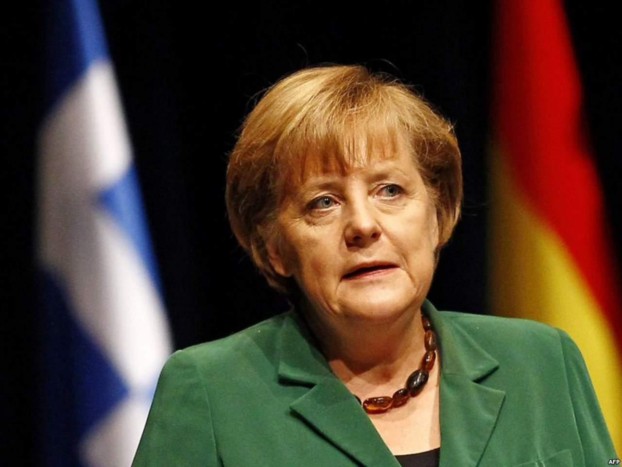 Меркель возмущена, что из-за санкций против РФ будет страдать экономика ЕС