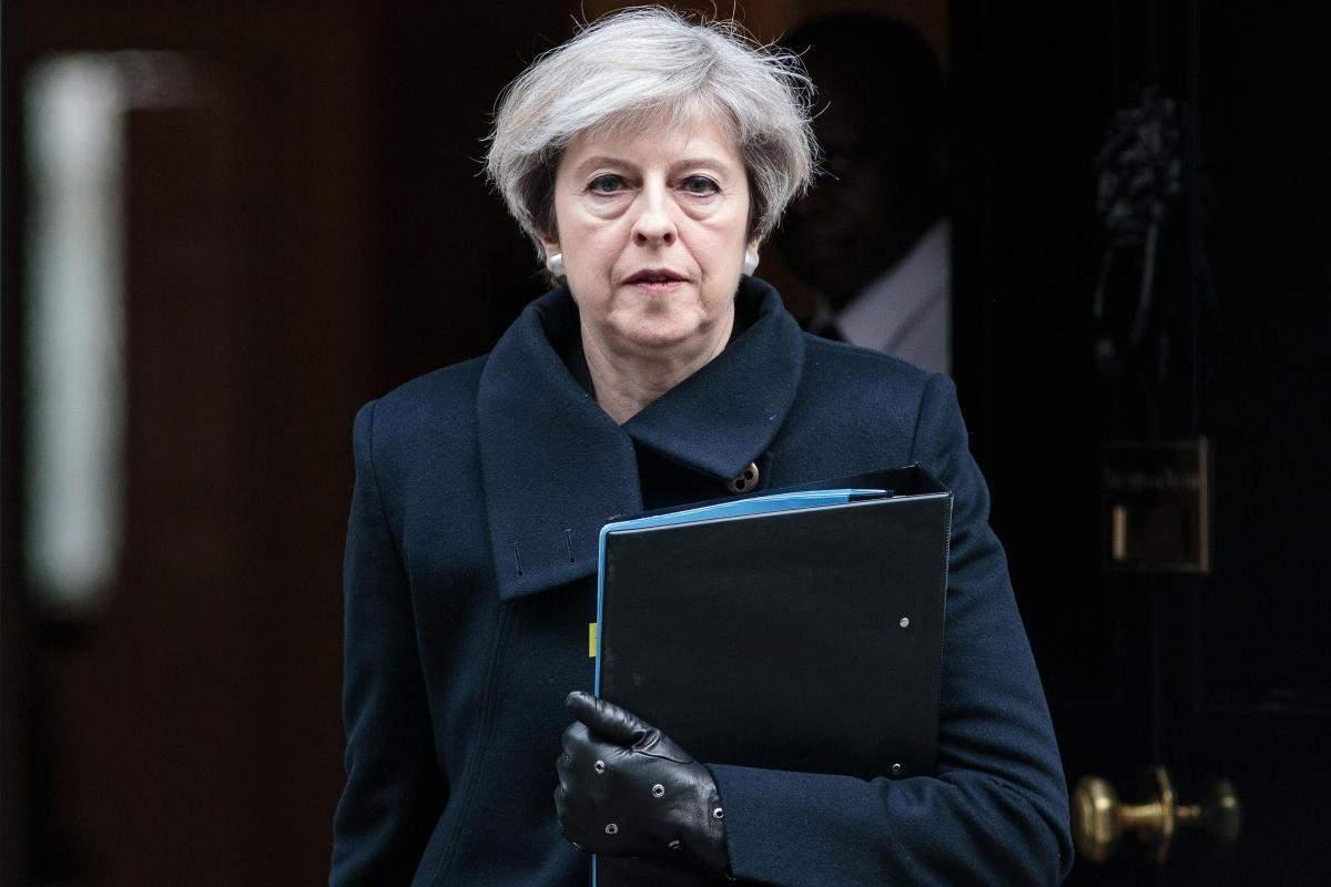 В спешке ретировалась: Тереза Мэй отказалась встречаться с выжившими  в лондонском пожаре (видео)