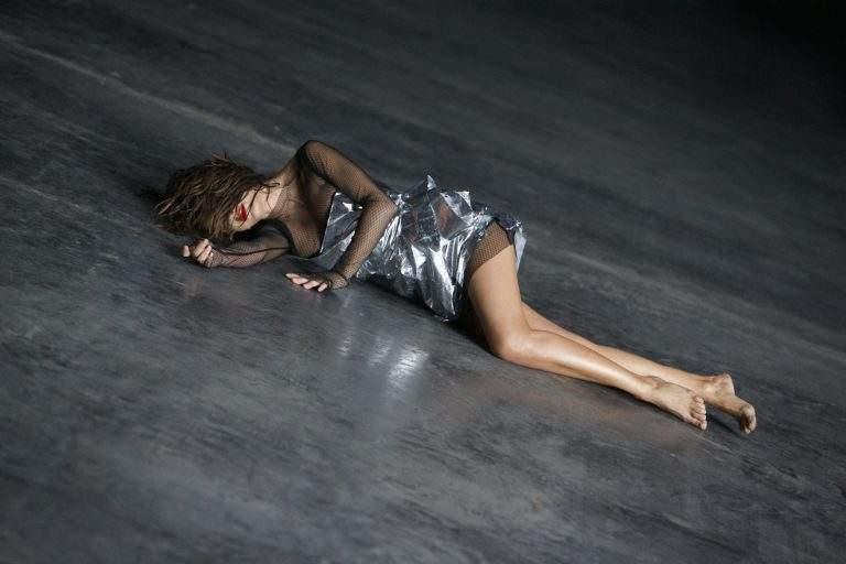 Ани Лорак блистала в новом образе на съемках