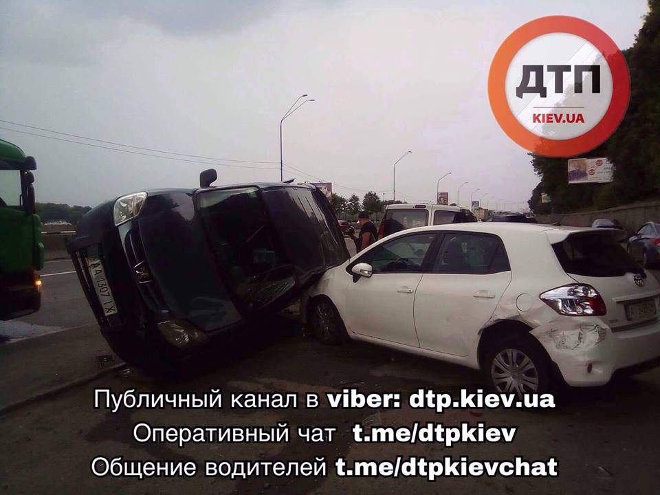 Масштабное ДТП произошло в столице (Фото)