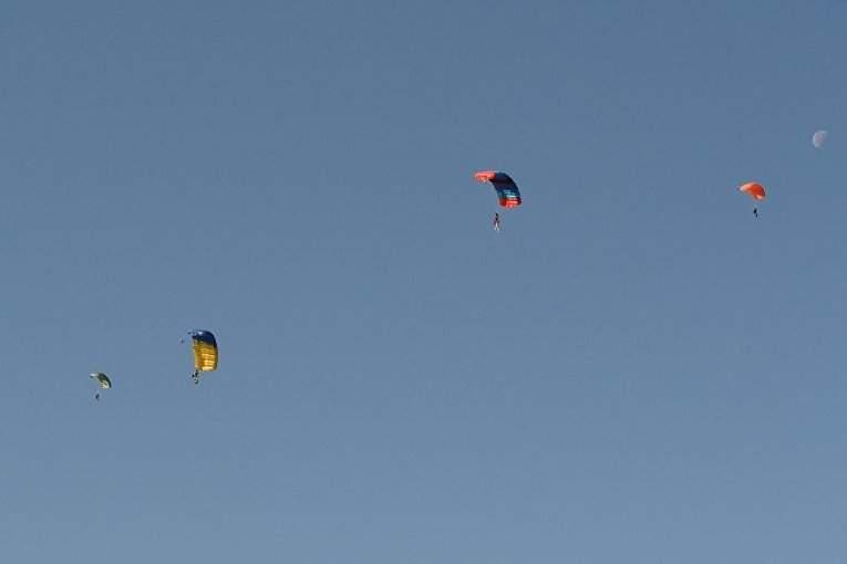 В Хмельницком на тактическом поле проходили занятия по воздушно-десантной подготовке