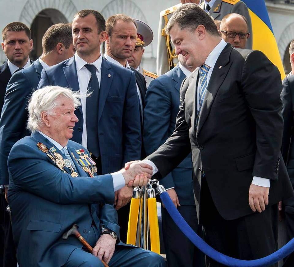Президент Украины трогательно поздравил своего отца с праздником (фото)