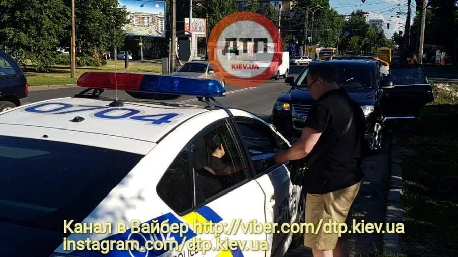 Страшное ДТП с опрокидыванием произошло в столице (Фото)