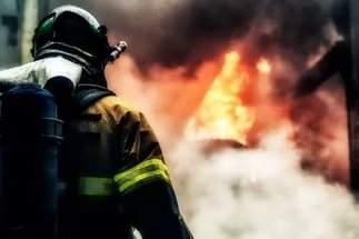 В Николаеве в одной из квартир взорвалась газовая колонка и разгорелся пожар (Видео)