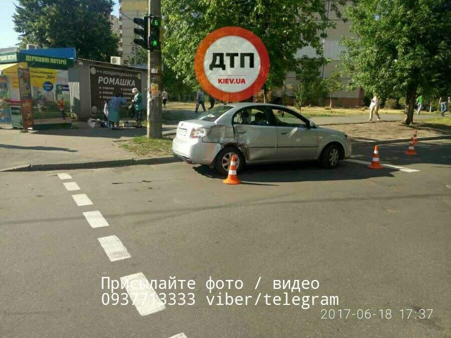 В столице авария с пострадавшими: Водитель легковушки не пропустил байкера (Фото)
