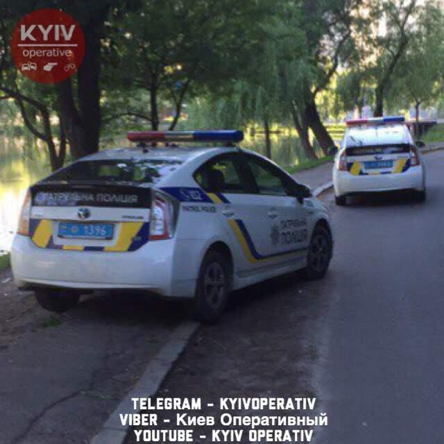 «Друзей в беде бросают?» в Киеве патрульные сбежали  с места ДТП и бросили разбитый «Приус» (фото)
