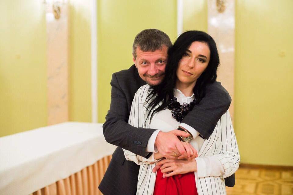 «Стилист, критик, политтехнолог и любимая жена»: Мосийчук поздравил супругу с Днём рождения