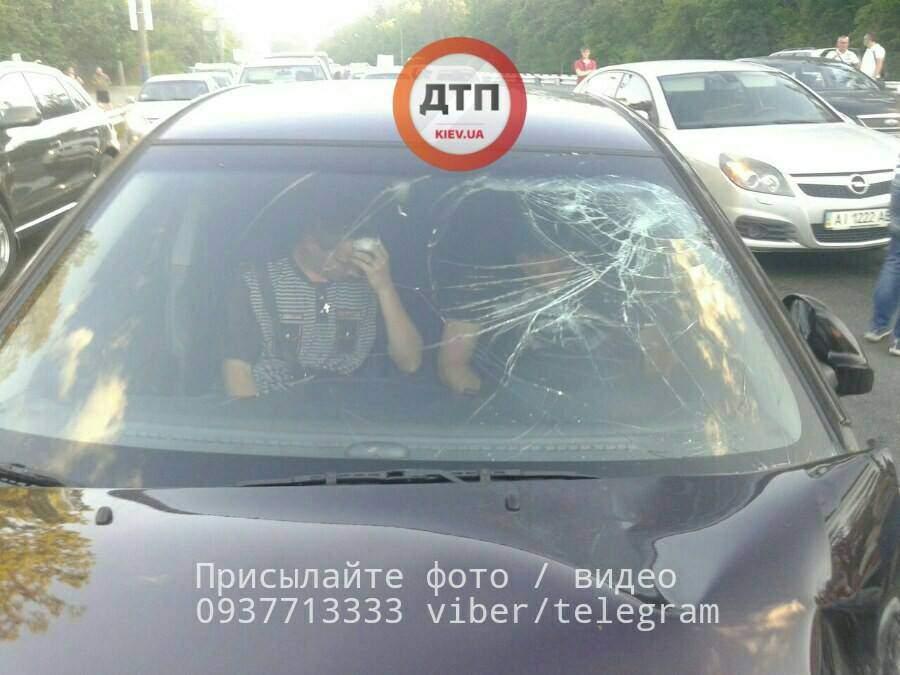 Пьяное ДТП в столице: виновника задержал очевидец (Фото)