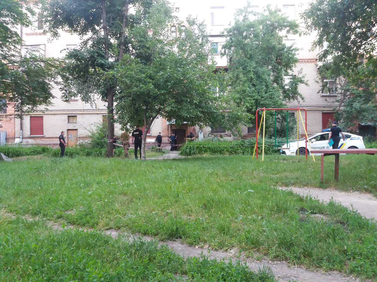 В Харькове во дворе жилого дома обнаружили гранату (фото)
