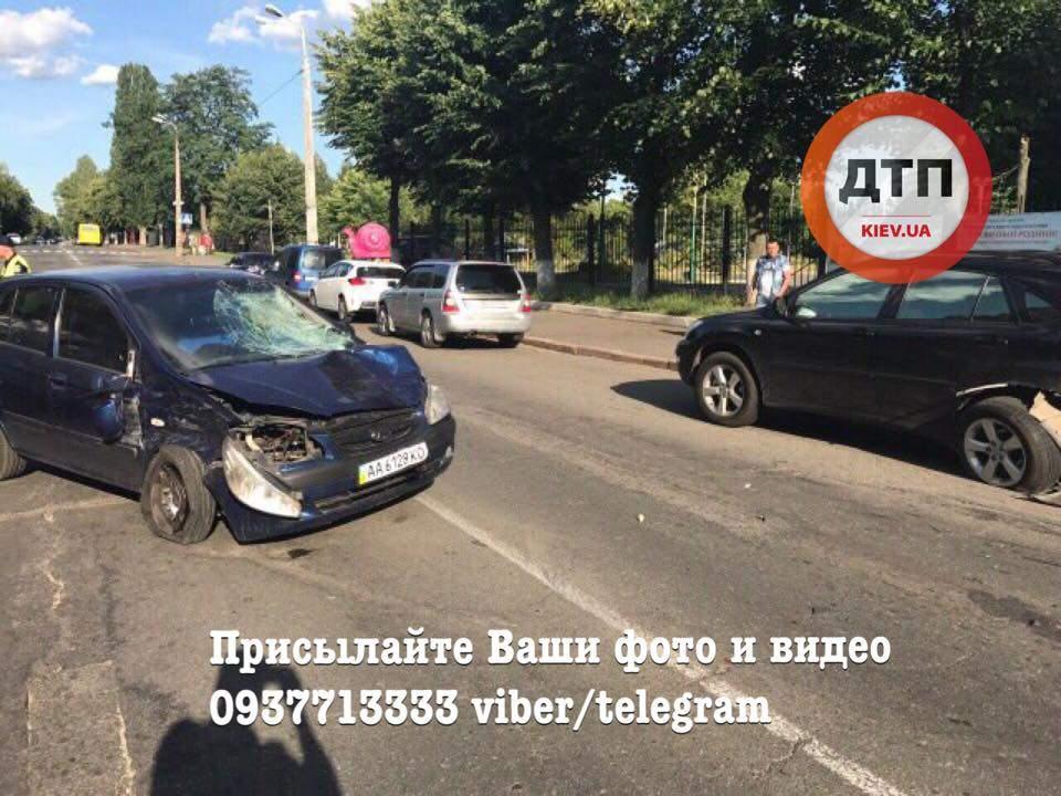 Пьяная киевлянка насмерть сбила старушку и попыталась убежать, но попала в еще одно ДТП (Фото)