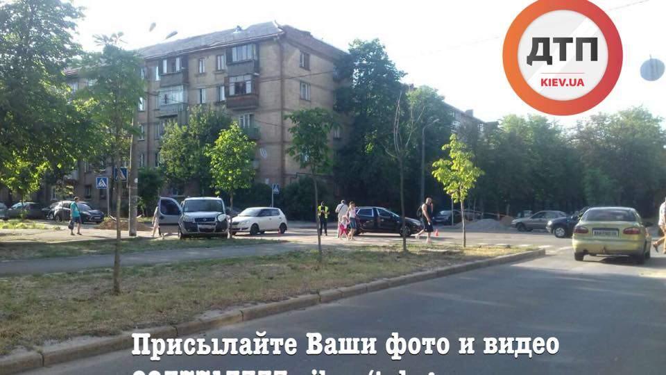Очередная авария с пострадавшими в Киеве: Столкнулись две легковушки (Фото)