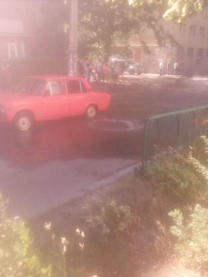 В столице половина улицы была затоплена кипятком (Фото)