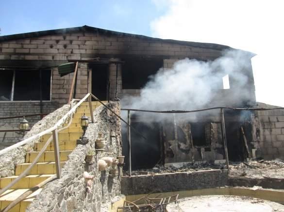 В Черкасской области горел двухэтажный дом (Видео)