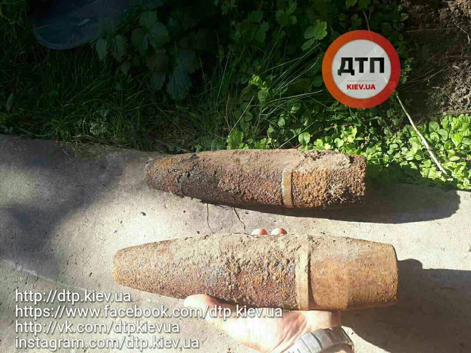 Киевлянин обнаружил на собственном участке боеприпасы времен Великой Отечественной войны