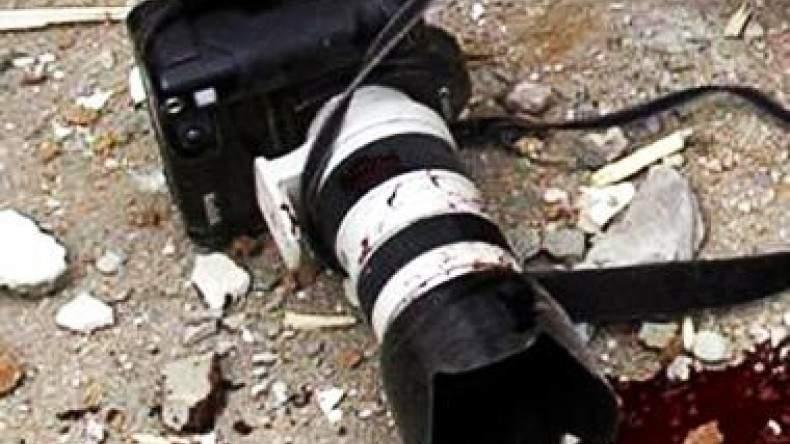 В столице на месте скандального строительства напали на журналистов