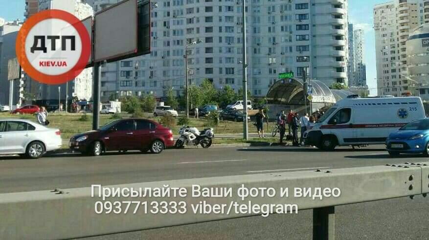 В столице произошло ДТП с участием мотоциклиста. Есть пострадавшие (Фото)