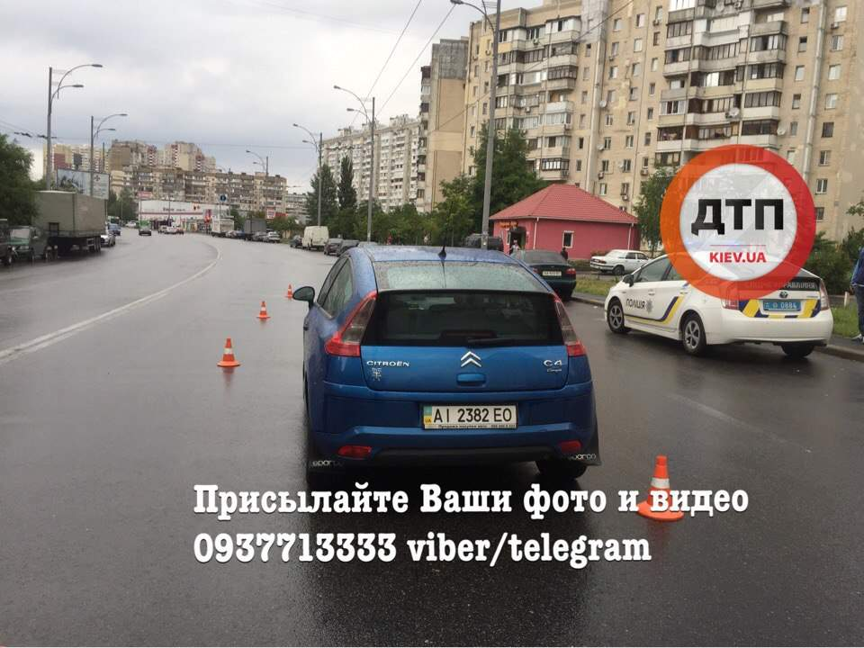 В Киеве под колёса автомобиля попала 15-летняя нарушительница (фото)