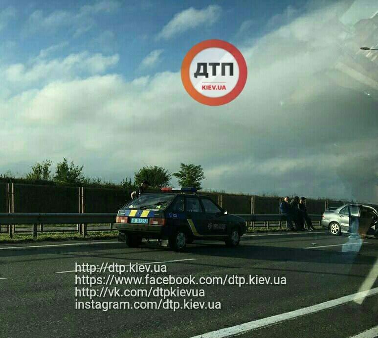 На трассе Киев-Одесса легковушка разбилась о КамАЗ (Фото)