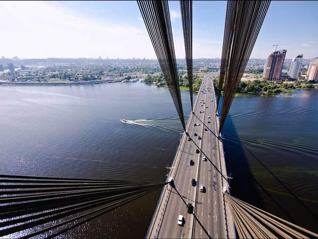 В Киеве неизвестный сообщил о минировании Московского моста