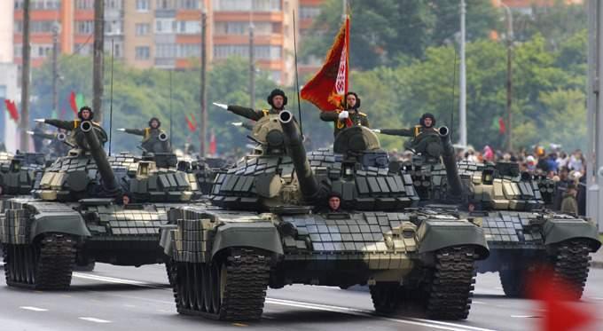 Массовый протест белорусов: жители против военных парадов с тяжелой техникой