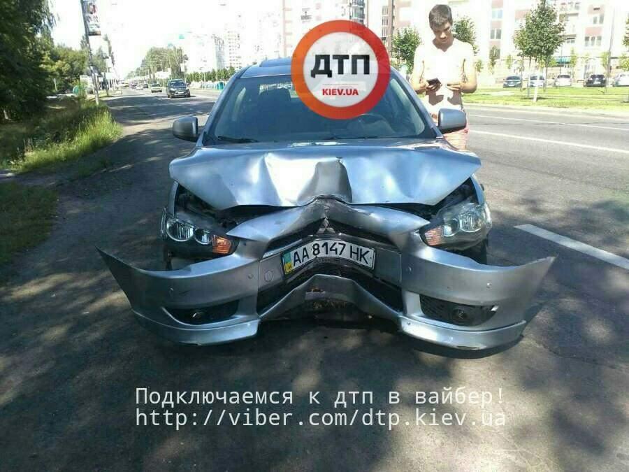 На Киевщине нетрезвый водитель ехал на разбитом авто (Фото)