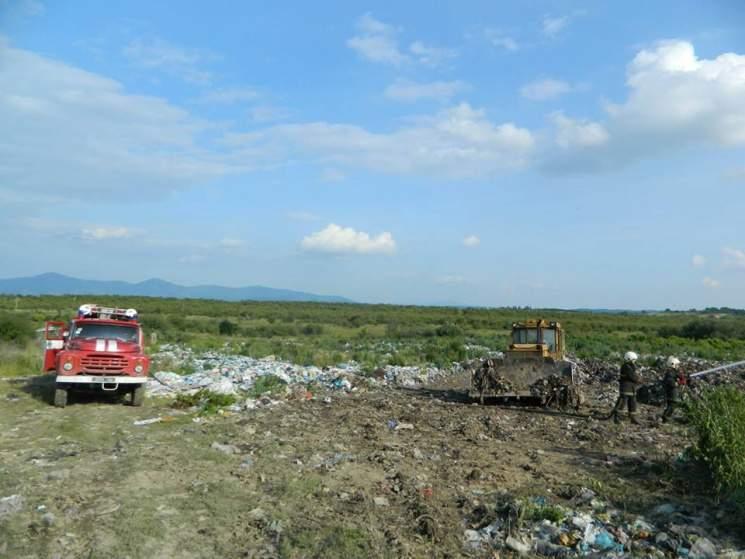 На Закарпатье горела мусорная свалка (фото)