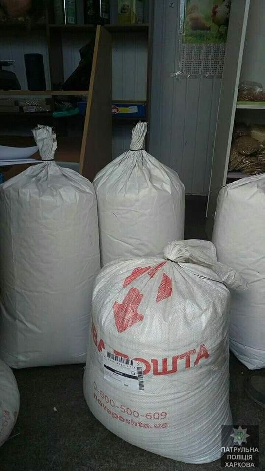 Деятельность киоска, который торговал наркотиками, разоблачили полицейские в Харькове (Фото)