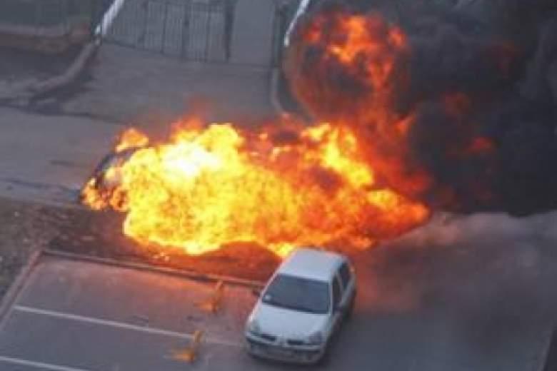 В столице взорвался автомобиль: есть пострадавшие
