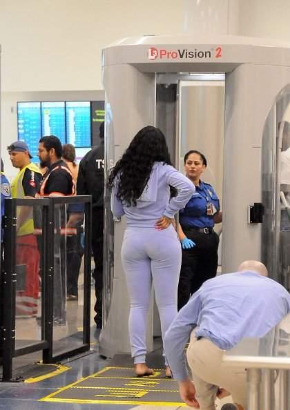 Располневшая Рианна шокировала публику своим видом в облегающем костюме (фото)