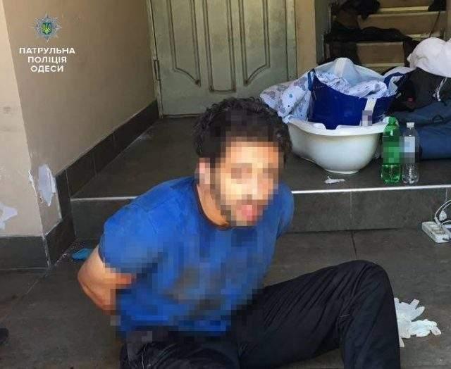 В Одессе мужчина изрезал холодным оружием собственную жену