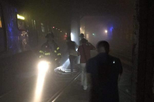 В Нью-Йорке в результате схода поезда с рельсов пострадали 34 человека (фото)