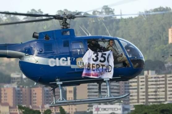 В Венесуэле полицейский вертолет обстрелял Верховный суд (фото)