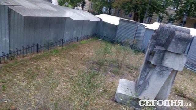 В Киеве памятник Андрею Первозванному