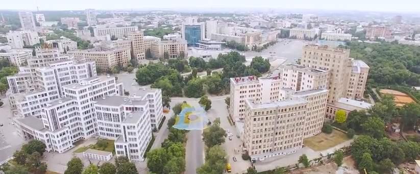 Харьковская инсталляция в цветах флага Украины с высоты полёта (видео)
