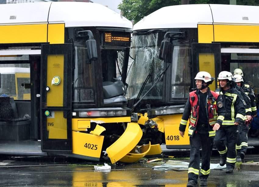 В Берлине в результате столкновения трамваев пострадали 27 человек (фото)
