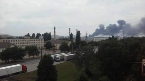 В Сумах масштабный пожар на складе с шинами: Чёрный дым окутал город (Видео)