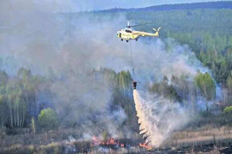 Кадры масштабного пожара в Чернобыльской зоне с высоты (Фото)