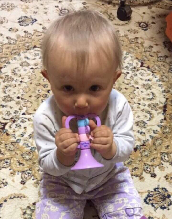Средь бела дня в Харькове похитили маленькую девочку (Видео)
